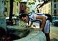 Paolo si disseta nella fontana della piazza di Pisogne